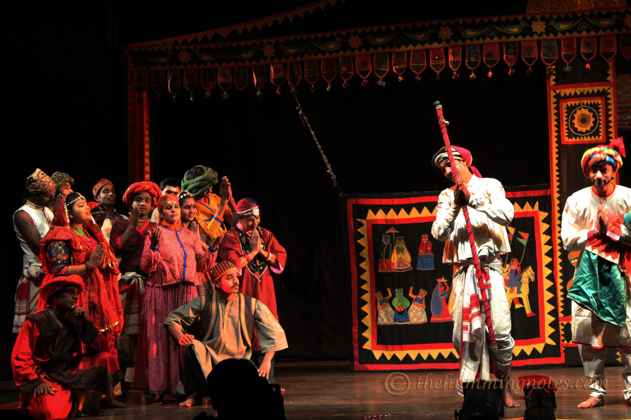 The play starts in a village fair with two men playing the role of sutradhaar (story-tellers)