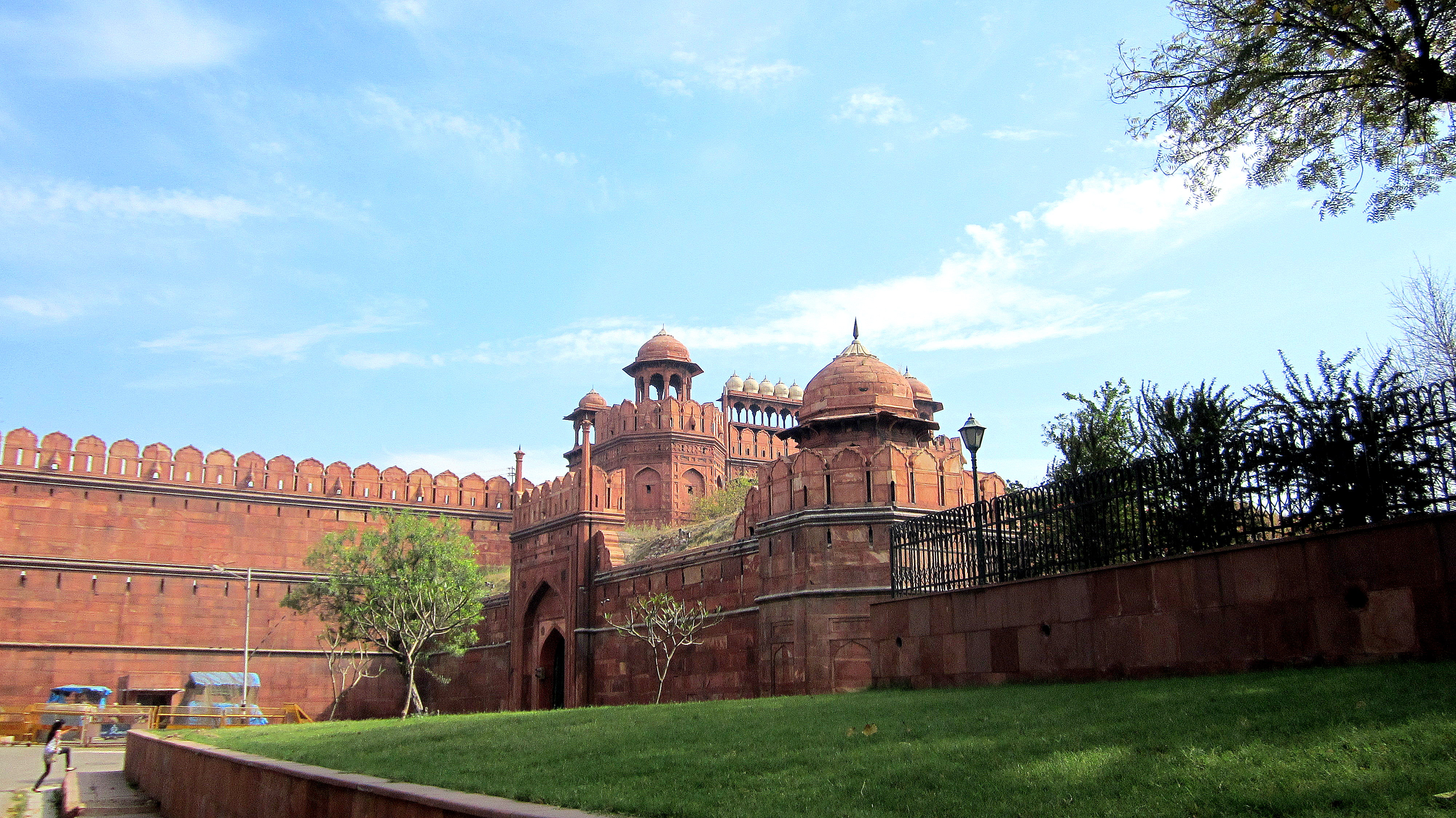 The construction of Red Fort was completed on May 13, 1648, exactly 10 years after Shahjahanbad moved his capital to Delhi